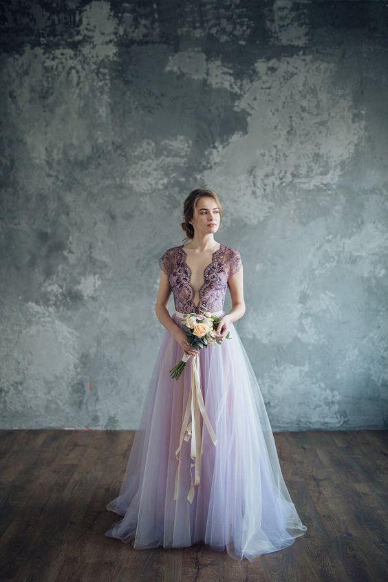 sposa con abito lilla