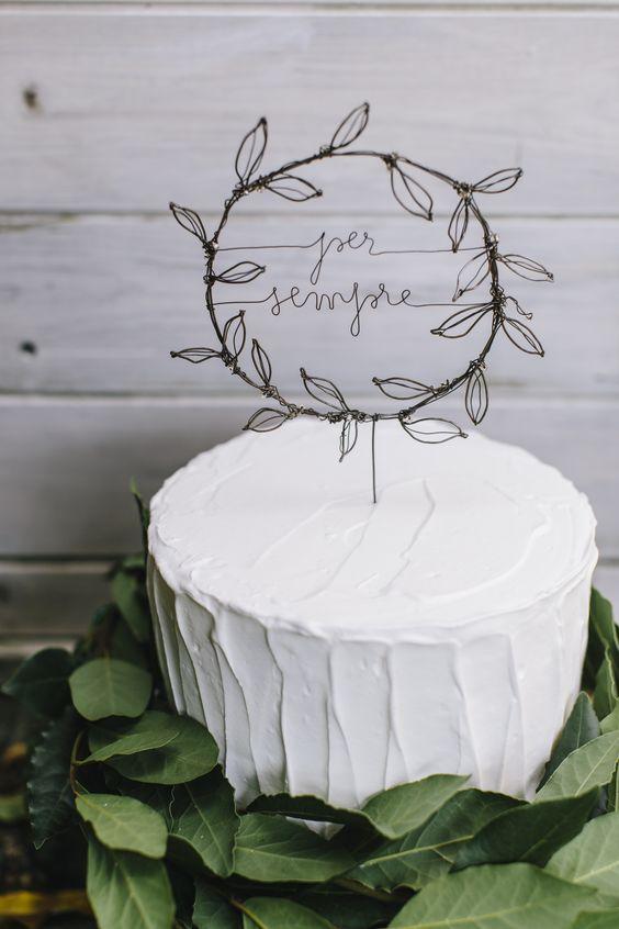matrimonio torta semplice con cake topper metallico