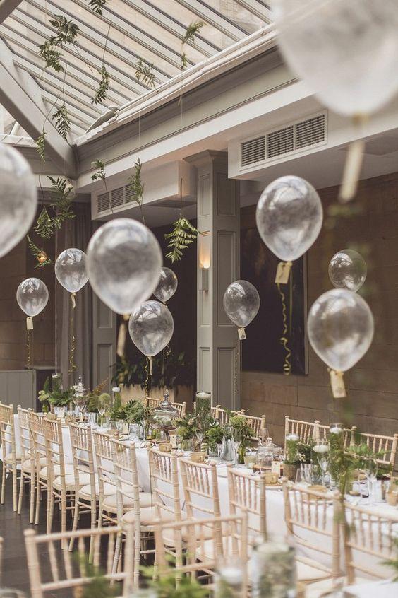 matrimonio allestimento palloncini trasparenti e felci