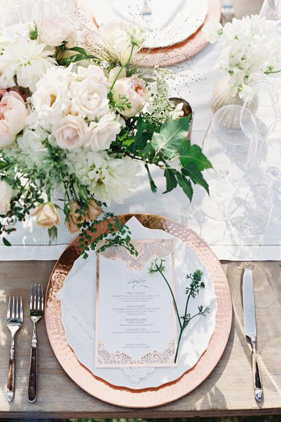 tavola matrimonio piatto e menù oro rosa