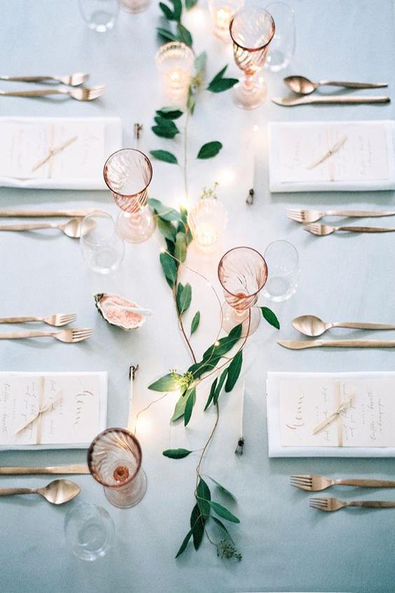 allestimento tavola matrimonio essenziale oro rosa e foglie