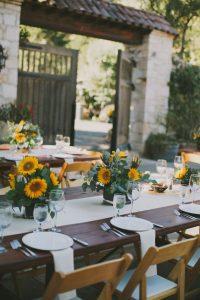 matrimonio tavola rustica con girasoli