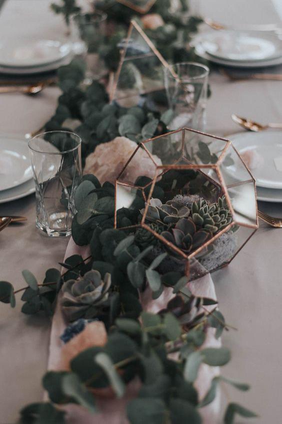 centrotavola matrimonio eucalipto rame geometrico e vetro