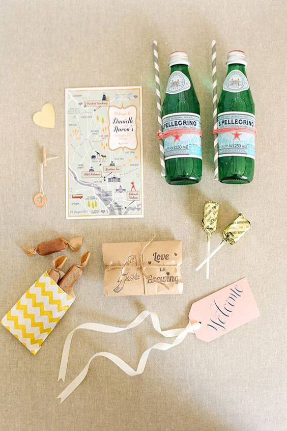 contenuto wedding bag acqua caramelle mappa e fazzoletti