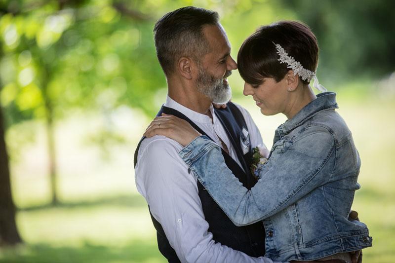 coppia di sposi matrimonio rustico udine
