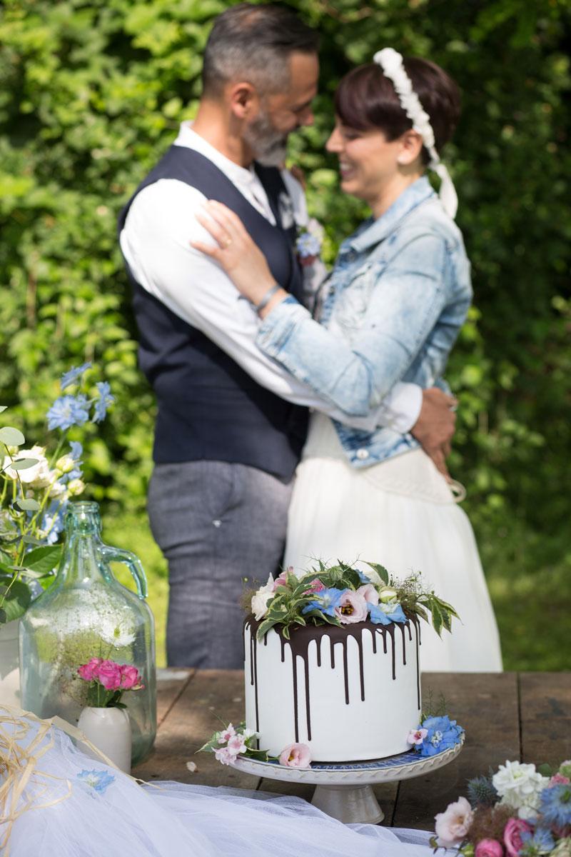 allestimento matrimonio campestre sposi torta