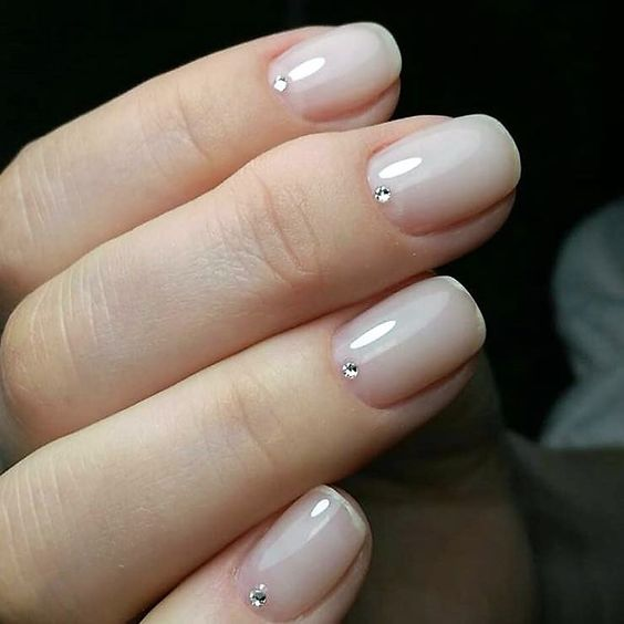 french manicure con punto luce brillante